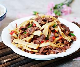 开胃下饭又热量低的泡椒春笋炒鸡胗的做法