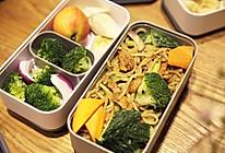 咖喱蔬菜鸡肉炒面的做法