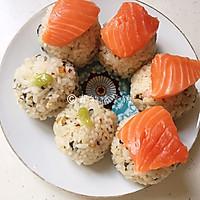 #硬核菜谱制作人#三文鱼饭团的做法图解6