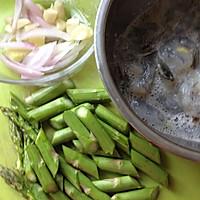 鲜虾芦笋滑蛋的做法图解2