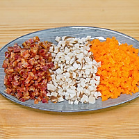 饺子皮咸蛋黄烧麦的做法图解2