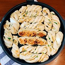 #餐桌上的春日限定#生煎香葱肉松小花卷