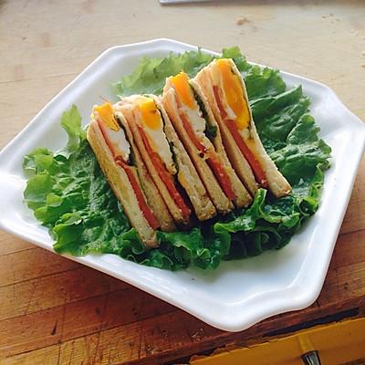 鸡蛋火腿三明治