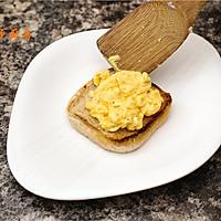 曼步厨房 - 快手早餐 - 烟熏三文鱼鸡蛋三明治的做法图解7