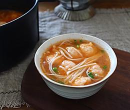 鲜掉眉毛的番茄虾滑煲的做法