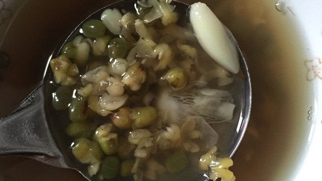 冰糖百合绿豆汤的做法
