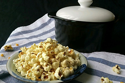 用一口砂锅,制作原味与抹茶二种味道的爆米花