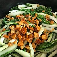 #快手又营养,我家的冬日必备菜品# 猪油渣炒小白菜的做法图解4
