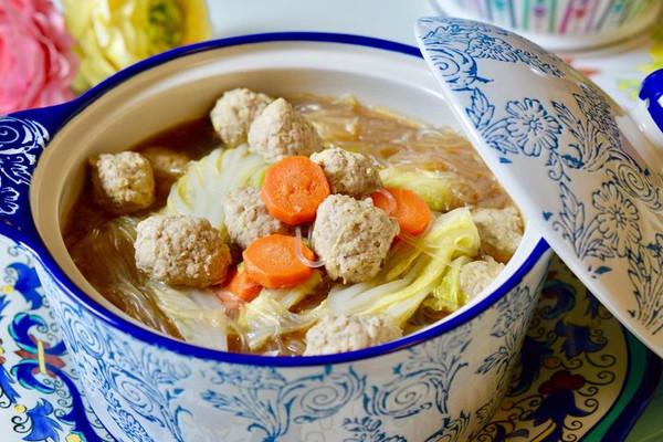 今天想喝汤:肉丸蔬菜粉丝汤的做法