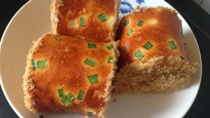 美味的肉松面包卷