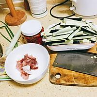 超下饭的干煸茄子煲的做法图解1