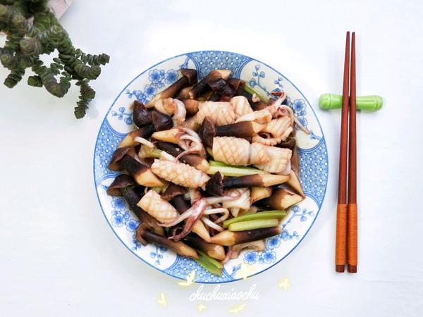 #春季减肥,边吃边瘦#黑鸡枞菌炒鲜鱿