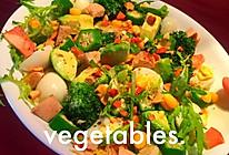 黑椒鸡胸牛油果秋葵沙拉的做法