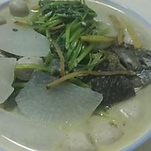 鲫鱼炖白萝卜汤