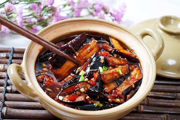 连汤汁都不剩的鱼香茄子煲的做法