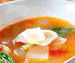 洋葱番茄鲷鱼汤的做法