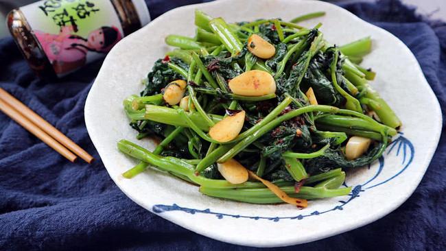 香菇酱炒空心菜的做法