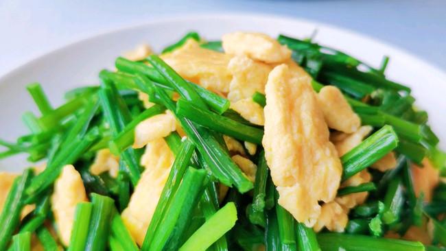 #巨下饭的家常菜#清香鲜嫩,简单好做的韭菜花炒蛋的做法
