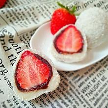 椰香草莓大福
