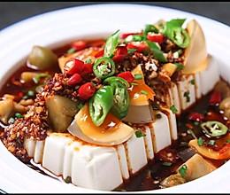 一大盘都不够吃的皮蛋豆腐的做法