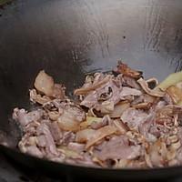先炒再炖,烧出不一样的肉片汤!的做法图解3