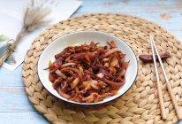 #花10分钟,做一道菜!#洋葱炒鱿鱼须的做法