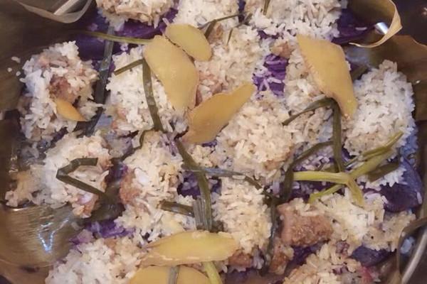 棕香紫薯糯米排骨的做法