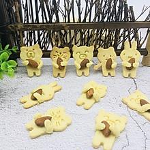 动物抱杏仁饼干
