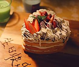 #换着花样吃早餐# 藏着抹茶巧克力的奶油草莓蛋糕的做法