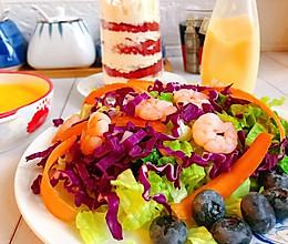 #合理膳食 营养健康进家庭#不重样早餐~蔬菜沙拉配红丝绒蛋糕的做法