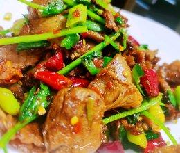 大蒜叶辣椒炒卤猪肉的做法