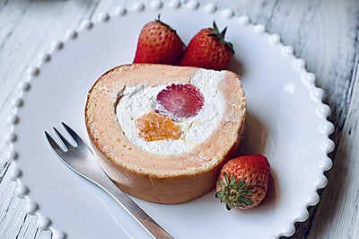 红丝绒纹水果蛋糕卷