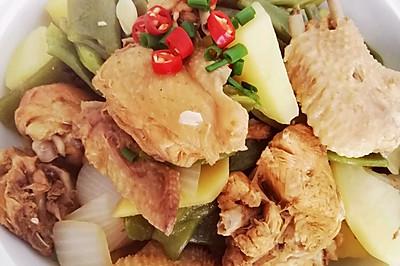 土豆豆角炖三黄鸡