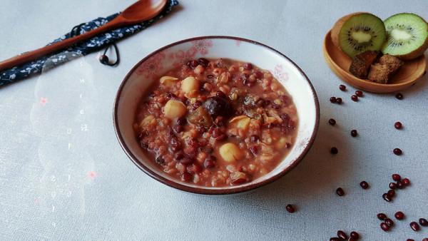 枣莲豆米七宝粥的做法