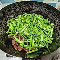 腊肠炒蒜苔的做法图解5