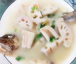#入秋滋补正当时#奶白的莲藕鲈鱼汤的做法