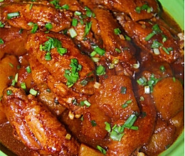 红酒味噌烩鸡翅土豆的做法