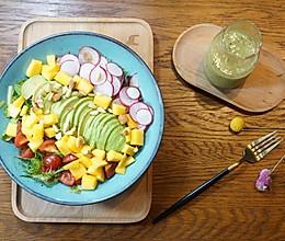 精致早餐:油梨果沙拉配猕猴桃柠檬汁的做法