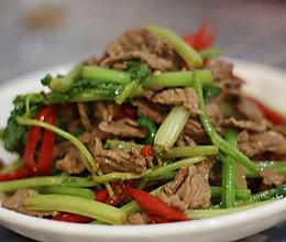 小炒黄牛肉芹菜的做法
