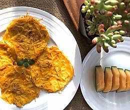 #换着花样吃早餐#土豆胡萝卜小松饼的做法