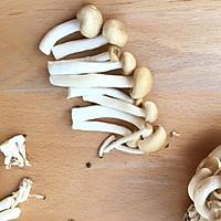 豌豆尖菌菇虾丸汤的做法图解2