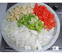 五彩腊肠焖饭的做法图解3