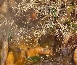 虾、鸭舌、鸭掌焖锅的做法
