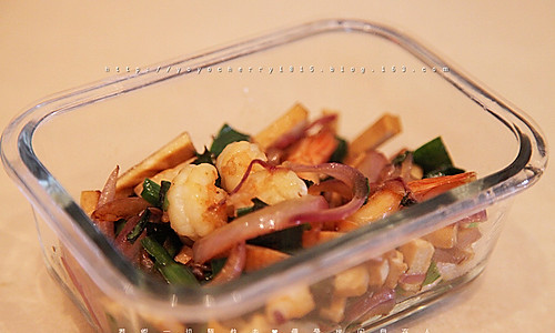 韭菜洋葱豆腐干炒虾仁的做法