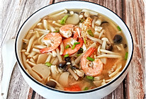 #冬天就要吃火锅#鲜虾菌菇汤的做法
