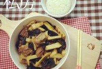 【三鲜小炒】鲜笋木耳鸡块的做法