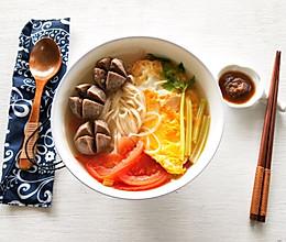#10分钟早餐大挑战#番茄鸡蛋牛肉丸面汤的做法