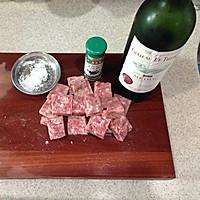 香煎红酒牛扒粒的做法图解1