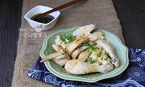 【白斩鸡】——煮妇必学的宴客菜的做法