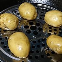 酸菜洋芋糍粑汤的做法图解1